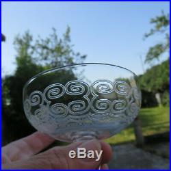 5 coupes a champagne en cristal gravé de baccarat modèle type rohan H 8 cm