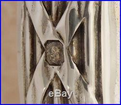 BACCARAT flacon de toilette en CRISTAL gravé et ARGENT MASSIF, famille d'Orléans
