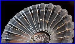 Baccarat. Pied de lampe à décor de putti, en cristal clair et satiné. XIX° s