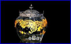 Baccarat. Seau à biscuits en cristal clair côtelé, décor Louis XV à l'or