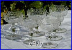 Baccarat Service de 6 coupes à champagne en cristal gravé. Circa 1900