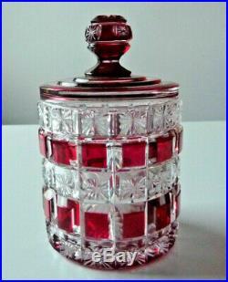 Boite à poudre poudrier en cristal de BACCARAT doublé rouge taillé série F266