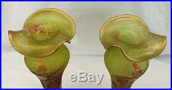 Deux vases Baccarat, petits soliflores, décor floral, estampillés
