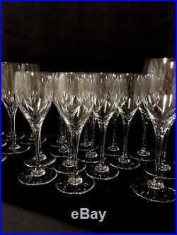 Fabuleux Service De 35 Verres En Cristal Baccarat Modèle Saint Rémy