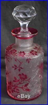 GRAND FLACON EN CRISTAL DE BACCARAT EGLANTIER en rouge cranberry hauteur 19,2 cm