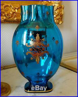 Grand vase XIXe en CRISTAL DE BACCARAT bleu, décor héraldique émaillé et doré