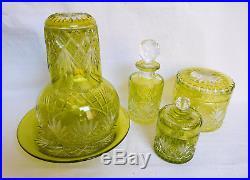 Grande boîte à poudre en CRISTAL DE BACCARAT, cristal OVERLAY vert chartreuse