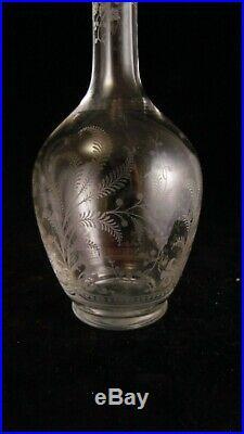 Paire de carafes à liqueur en cristal de Baccarat modèle Fougères