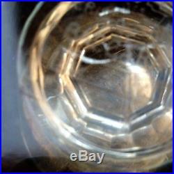 Petit vase forme balustre pointes de diamants en cristal incolore signé Baccarat