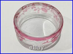Petite boite à poudre poudrier en cristal de BACCARAT églantier gravé à l'acide