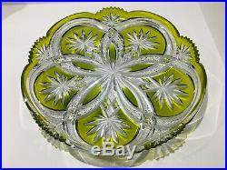 Plat à gateaux plateau en cristal de BACCARAT doublé vert mousse et taillé