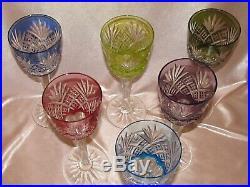 Série de six verres à vin Roemer de couleur en cristal taillé