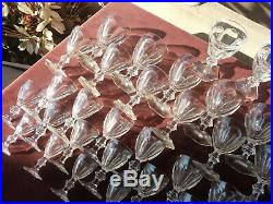 Service 57 verres cristal Baccarat modele Harcourt