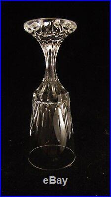 Service de 5 verres à vin en cristal de Baccarat modèle Assas, hauteur 16 cm