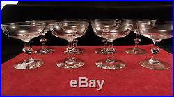 Service de 8 coupes à champagne Baccarat forme cylindrique jambe bouton