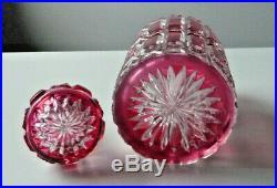 Très grand flacon à parfum en cristal de BACCARAT doublé rouge taillé série F266